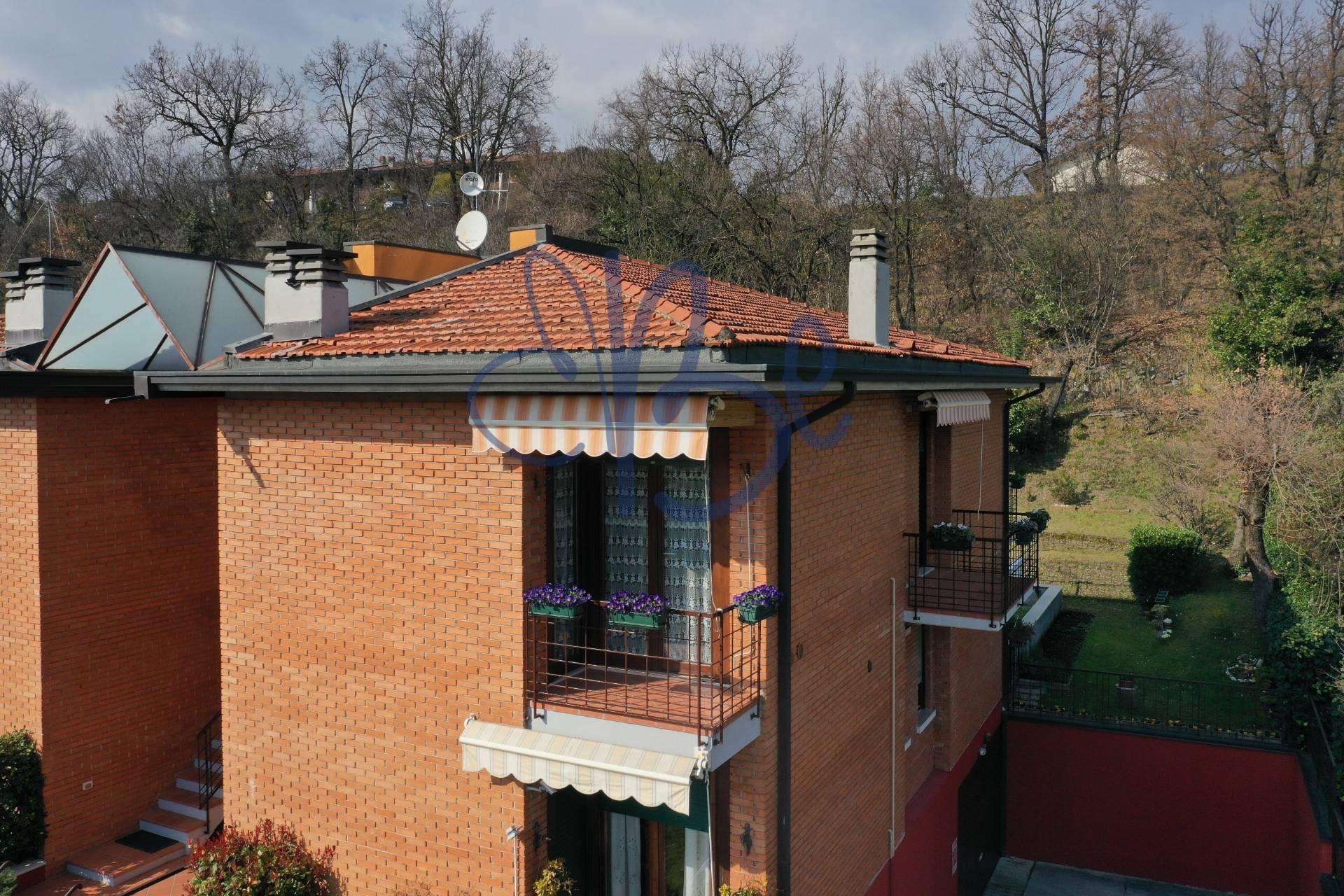 Appartamento in vendita a Salò, 3 locali, zona Zona: Villa, prezzo € 195.000 | CambioCasa.it