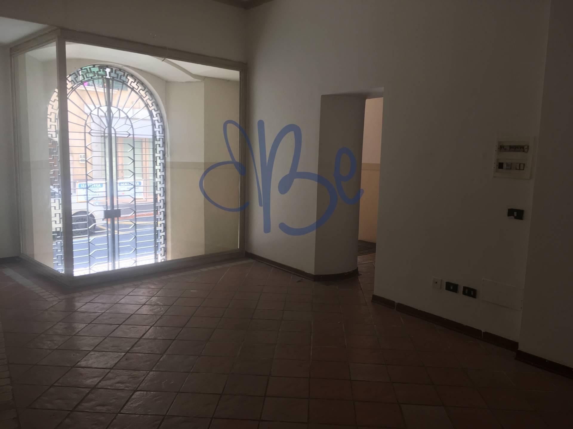 Negozio / Locale in affitto a Salò, 9999 locali, prezzo € 500 | CambioCasa.it