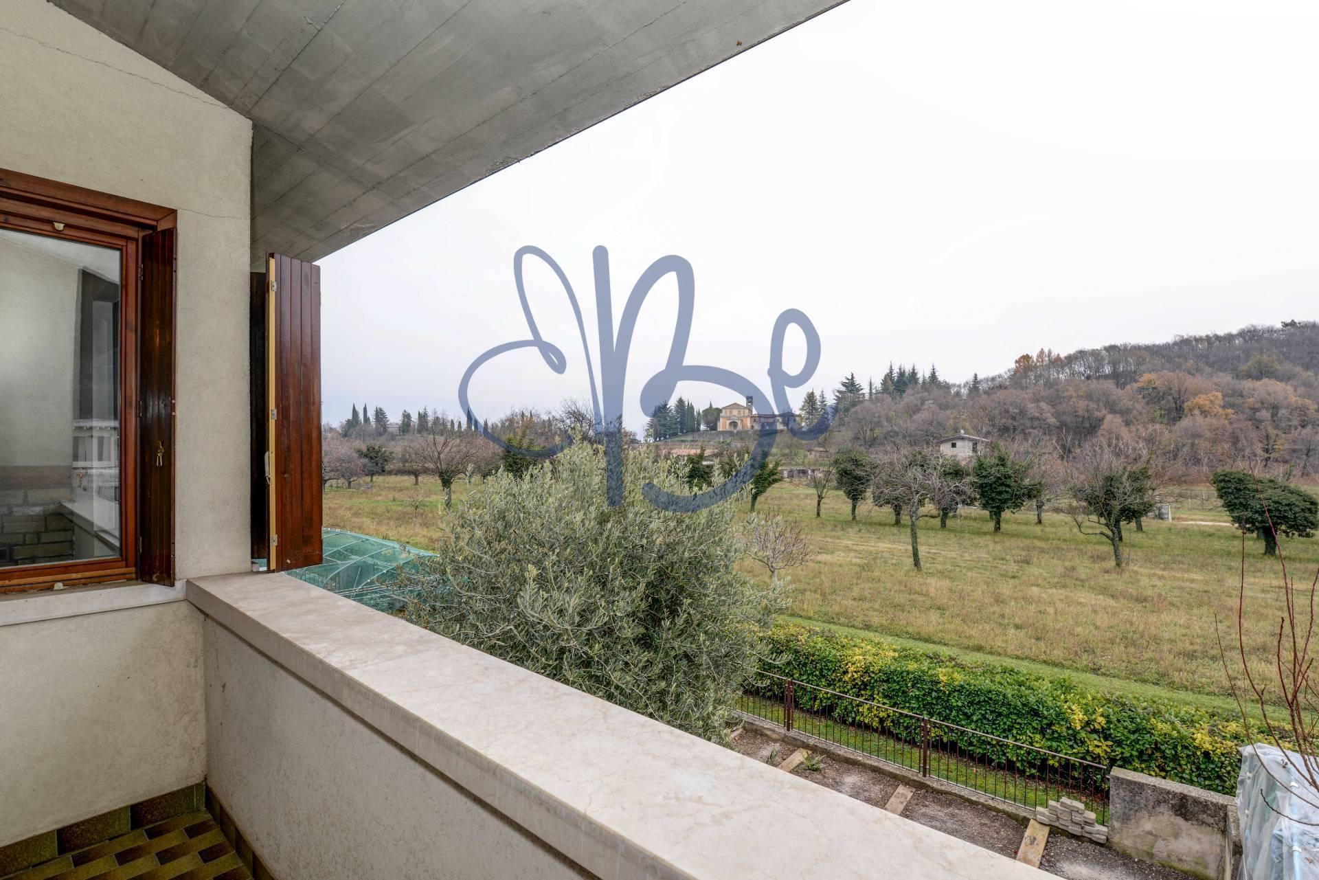 Villa a Schiera in Vendita a Gargnano