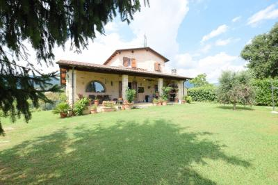 Indipendent house for Sale to Camaiore