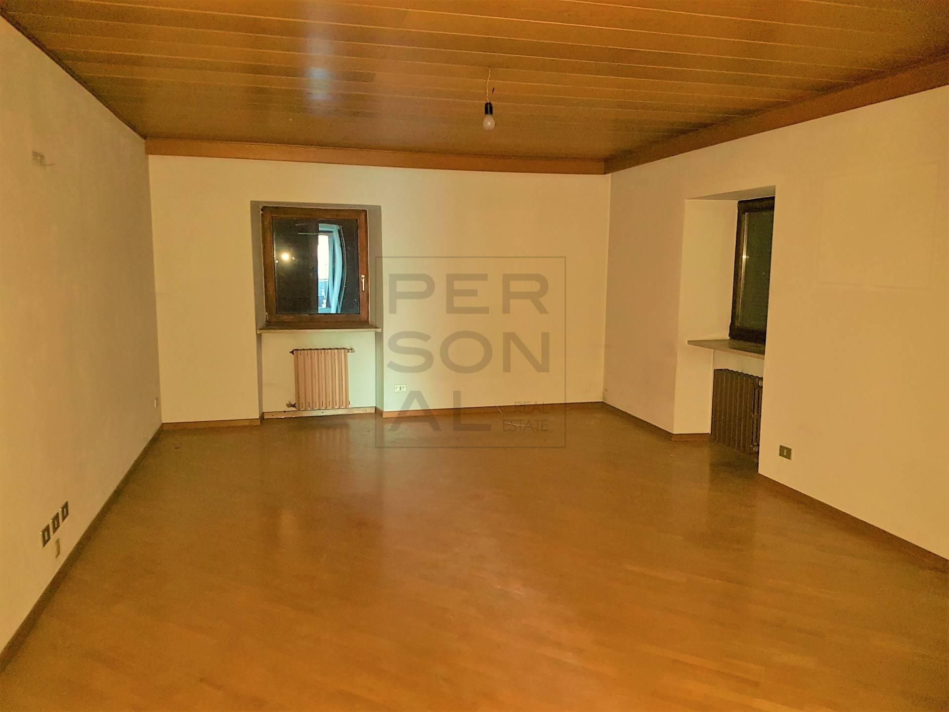 Villa Bifamiliare in vendita a Bronzolo, 20 locali, prezzo € 990.000   CambioCasa.it