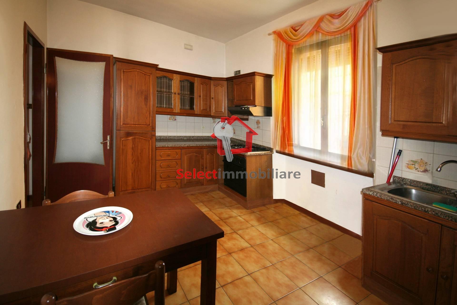 Appartamento in vendita a Barga, 4 locali, zona Località: PonteallAnia, prezzo € 90.000 | PortaleAgenzieImmobiliari.it