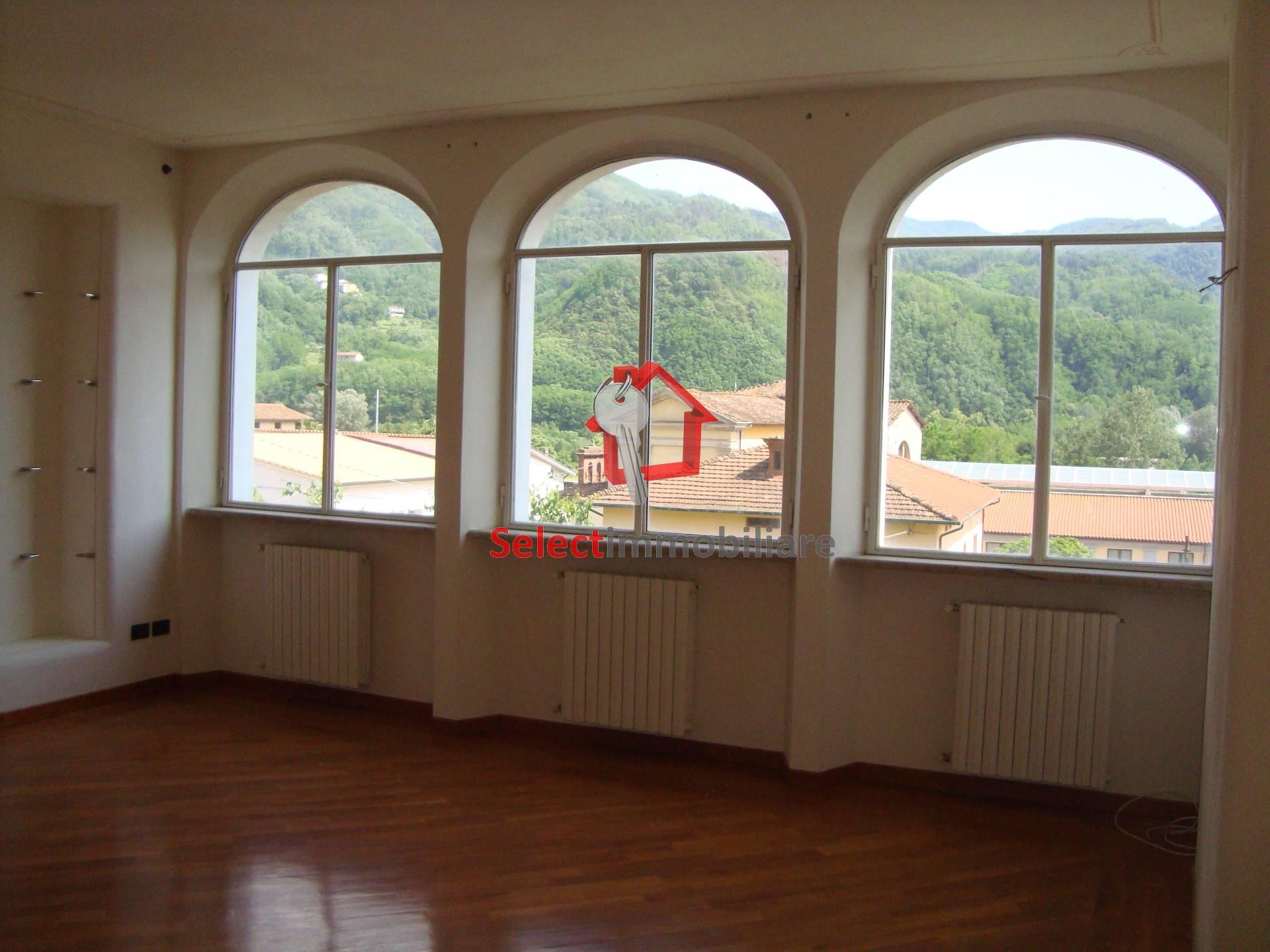 Appartamento in vendita a Borgo a Mozzano, 5 locali, zona Località: capoluogo, prezzo € 230.000   CambioCasa.it