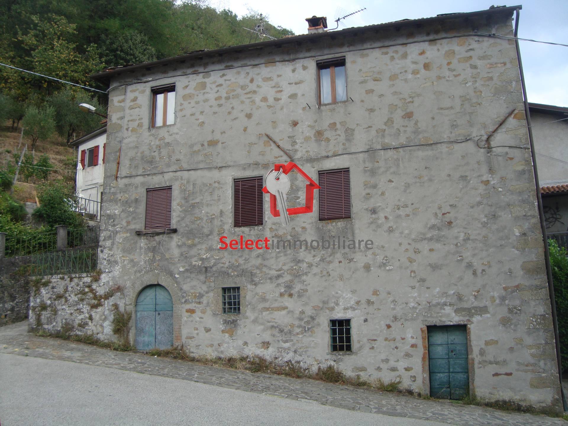 Soluzione Semindipendente in vendita a Bagni di Lucca, 8 locali, prezzo € 110.000 | CambioCasa.it