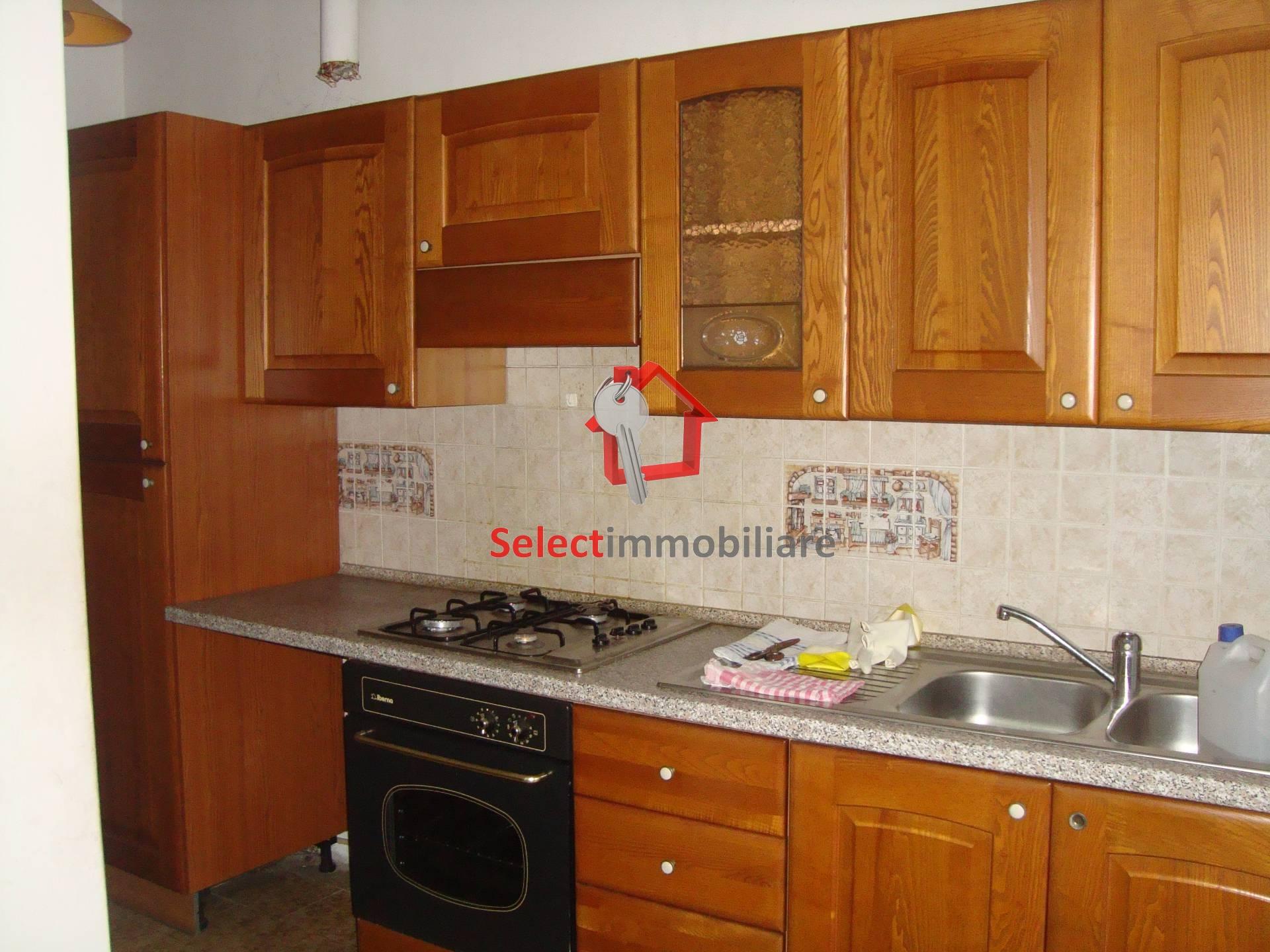 Appartamento in vendita a Borgo a Mozzano, 6 locali, zona Zona: Chifenti, prezzo € 60.000   CambioCasa.it