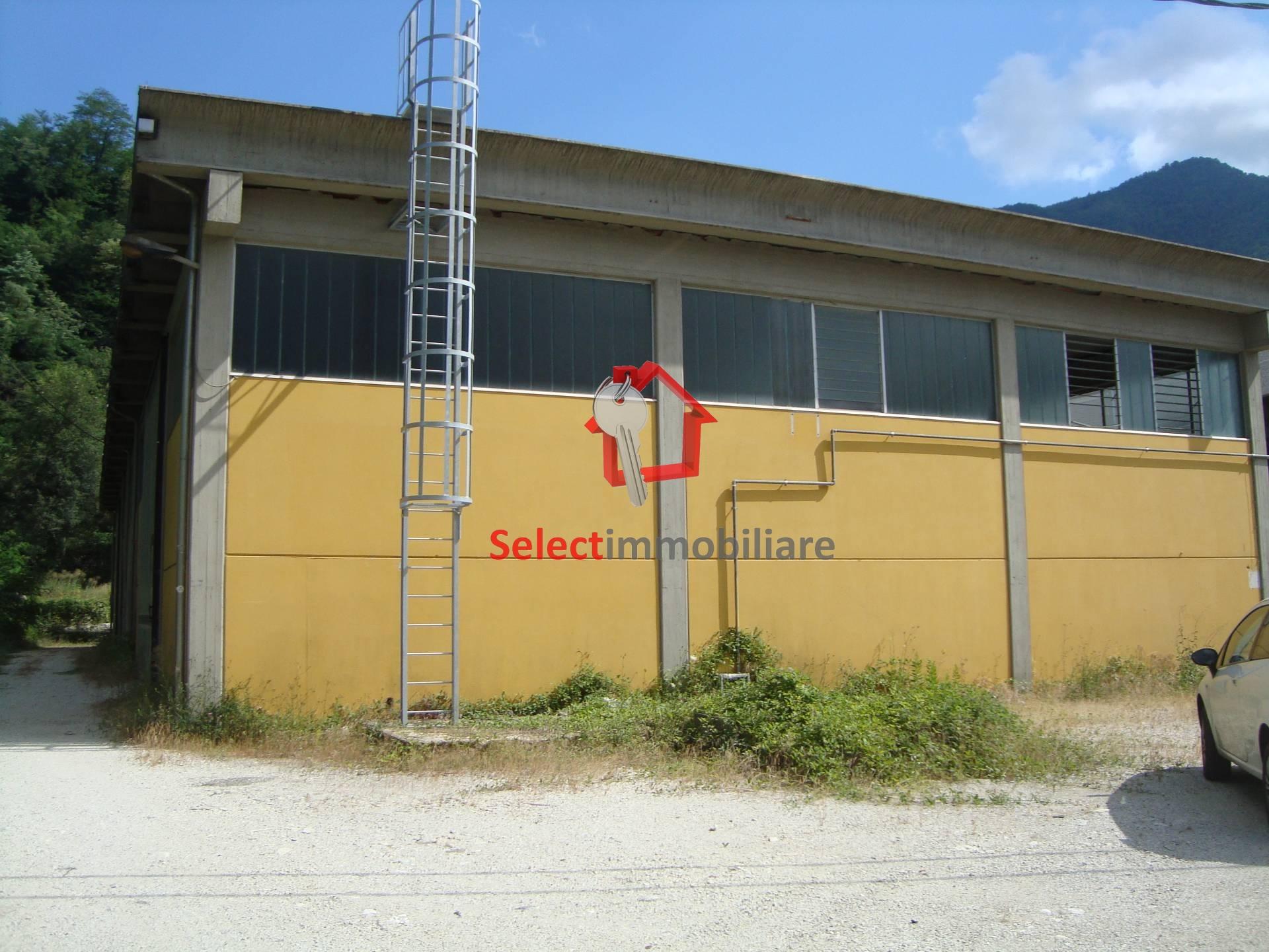 Capannone in affitto a Borgo a Mozzano, 9999 locali, zona iano, prezzo € 1.400 | PortaleAgenzieImmobiliari.it