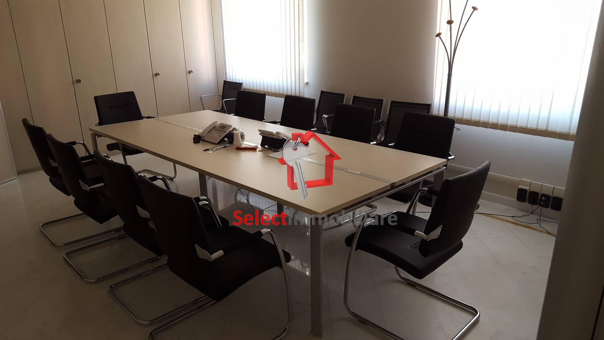 Ufficio / Studio in affitto a Castelnuovo di Garfagnana, 9999 locali, prezzo € 2.000 | PortaleAgenzieImmobiliari.it