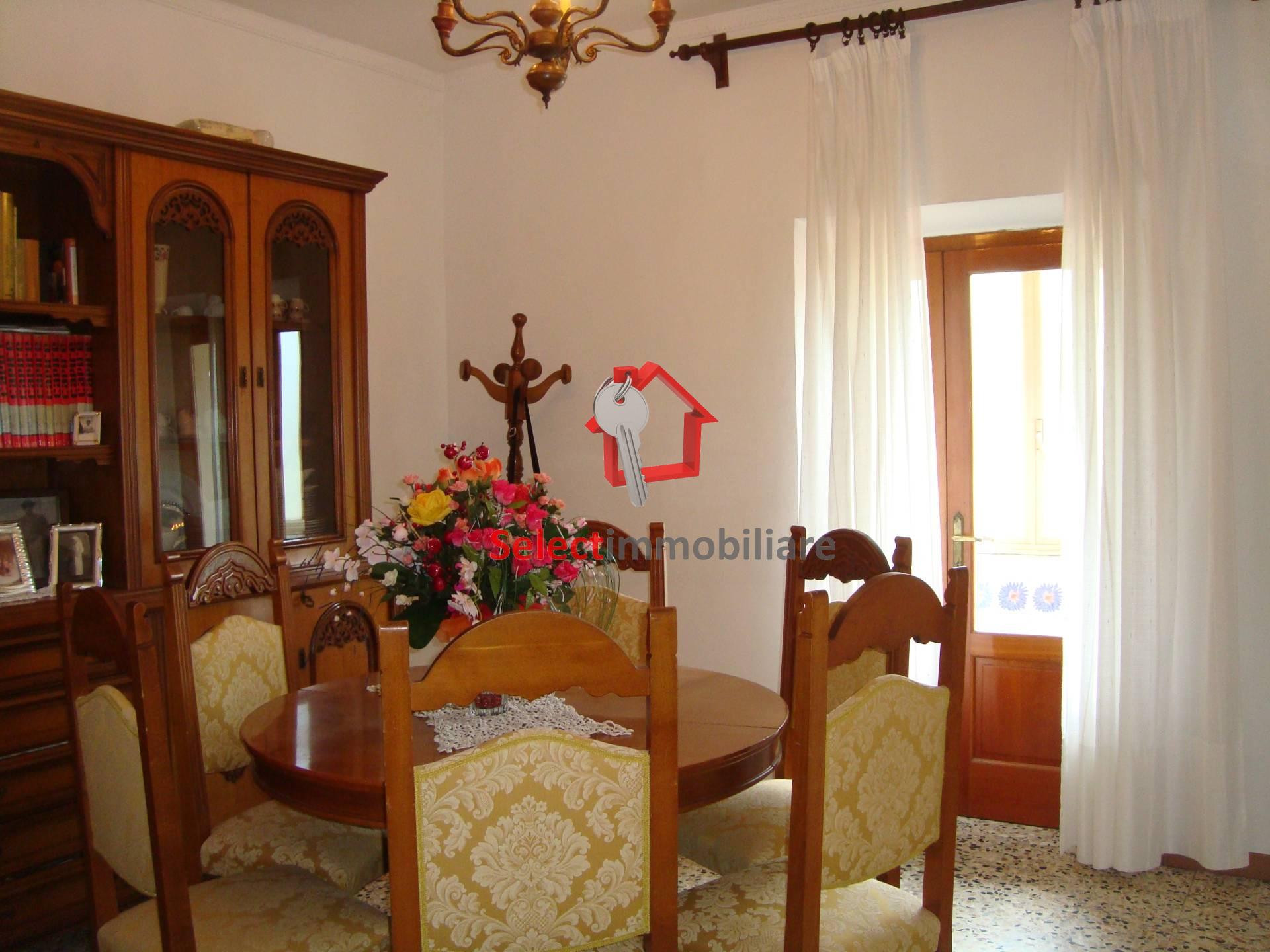 Appartamento in vendita a Barga, 5 locali, zona Località: FornacidiBarga, prezzo € 85.000 | CambioCasa.it