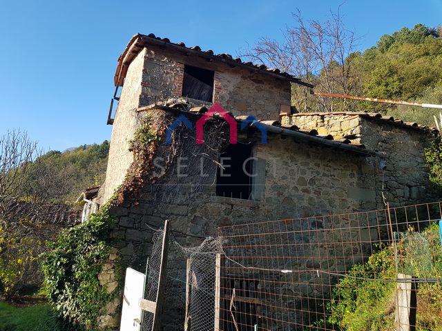 Rustico / Casale in vendita a Bagni di Lucca, 5 locali, zona Zona: Benabbio, prezzo € 30.000 | CambioCasa.it