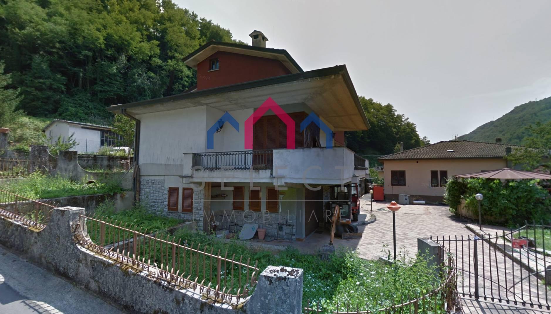 Villa in vendita a Bagni di Lucca, 11 locali, prezzo € 240.000 | CambioCasa.it