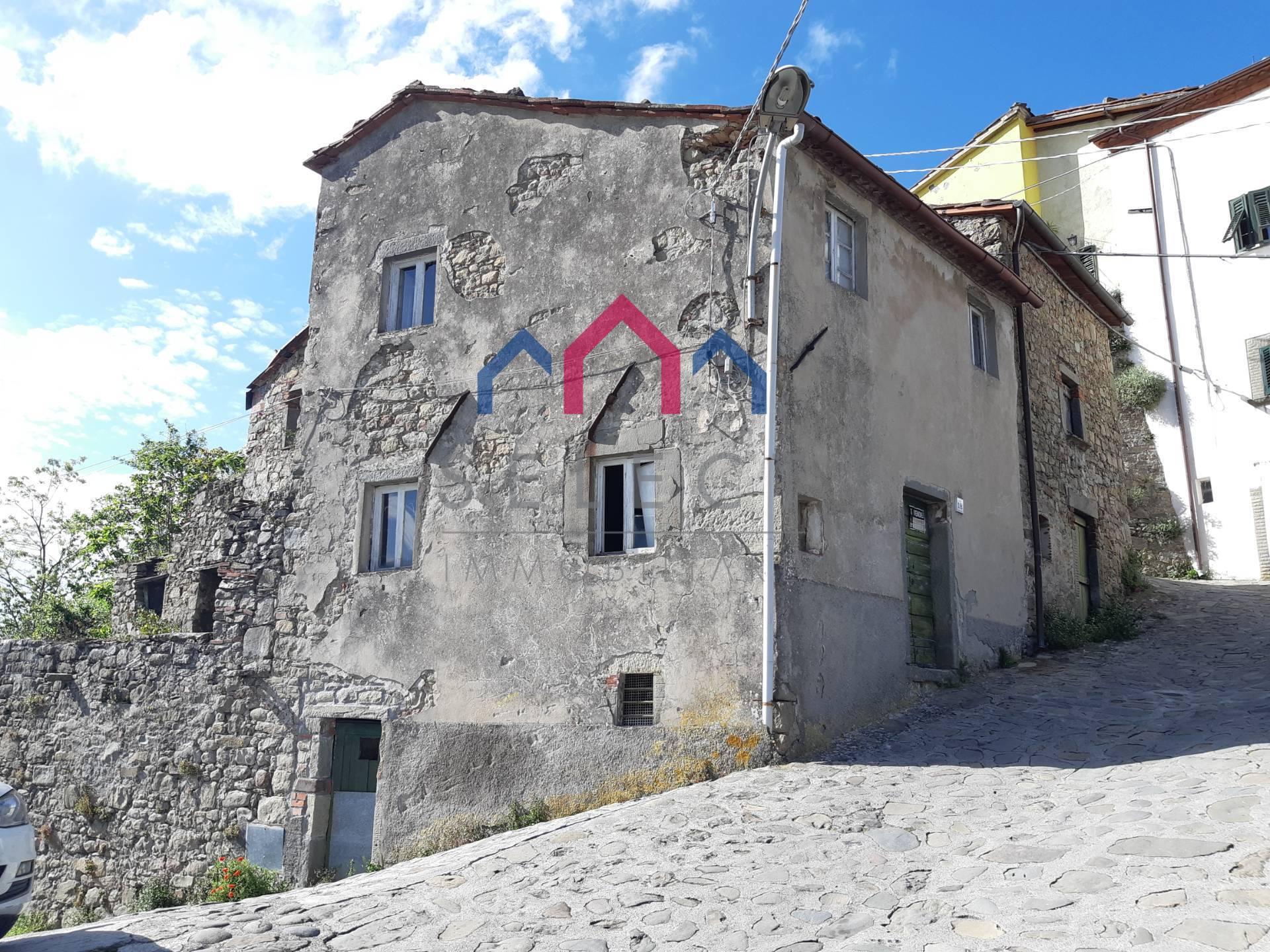 Soluzione Semindipendente in vendita a Bagni di Lucca, 6 locali, zona Zona: Lugliano, prezzo € 35.000 | CambioCasa.it
