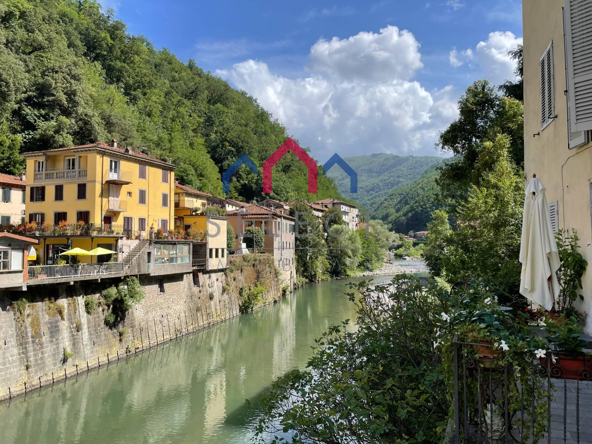 Appartamento in vendita a Bagni di Lucca, 7 locali, zona Località: PonteaSerraglio, prezzo € 90.000 | CambioCasa.it