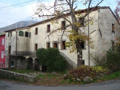 Casa semi indipendente in Vendita a Bagni di Lucca