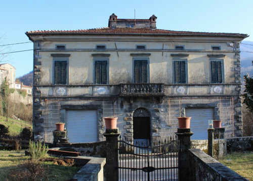 Villa in Vendita a Piazza al Serchio
