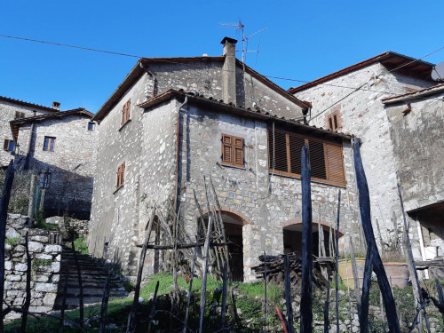 Townhouse in Buy to Borgo a Mozzano