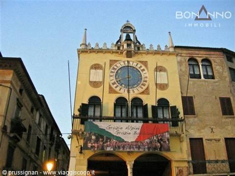 Negozio / Locale in affitto a Bassano del Grappa, 9999 locali, prezzo € 2.300 | CambioCasa.it