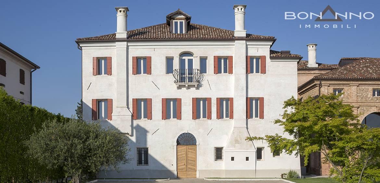 Villa in affitto a Trevignano, 8 locali, Trattative riservate | CambioCasa.it