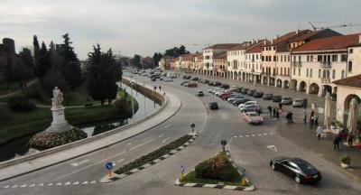 Attività commerciale in Vendita a Castelfranco Veneto