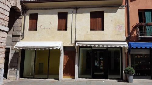 Locale commerciale in Affitto a Bassano del Grappa