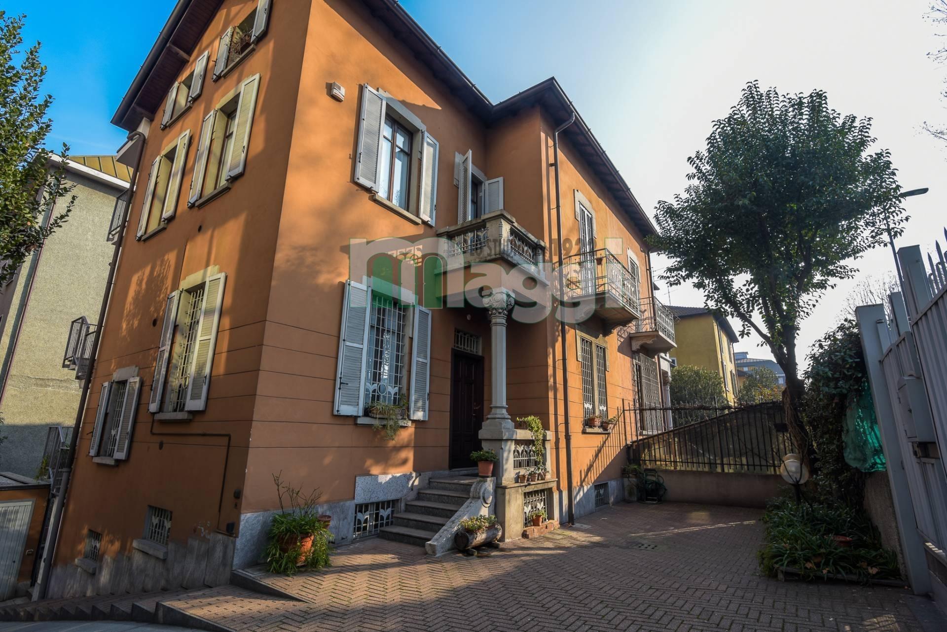 Villa in vendita a Milano in Viale Lunigiana