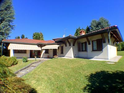 Villa in Vendita a Brebbia