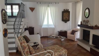 Villa in Vendita a Ello