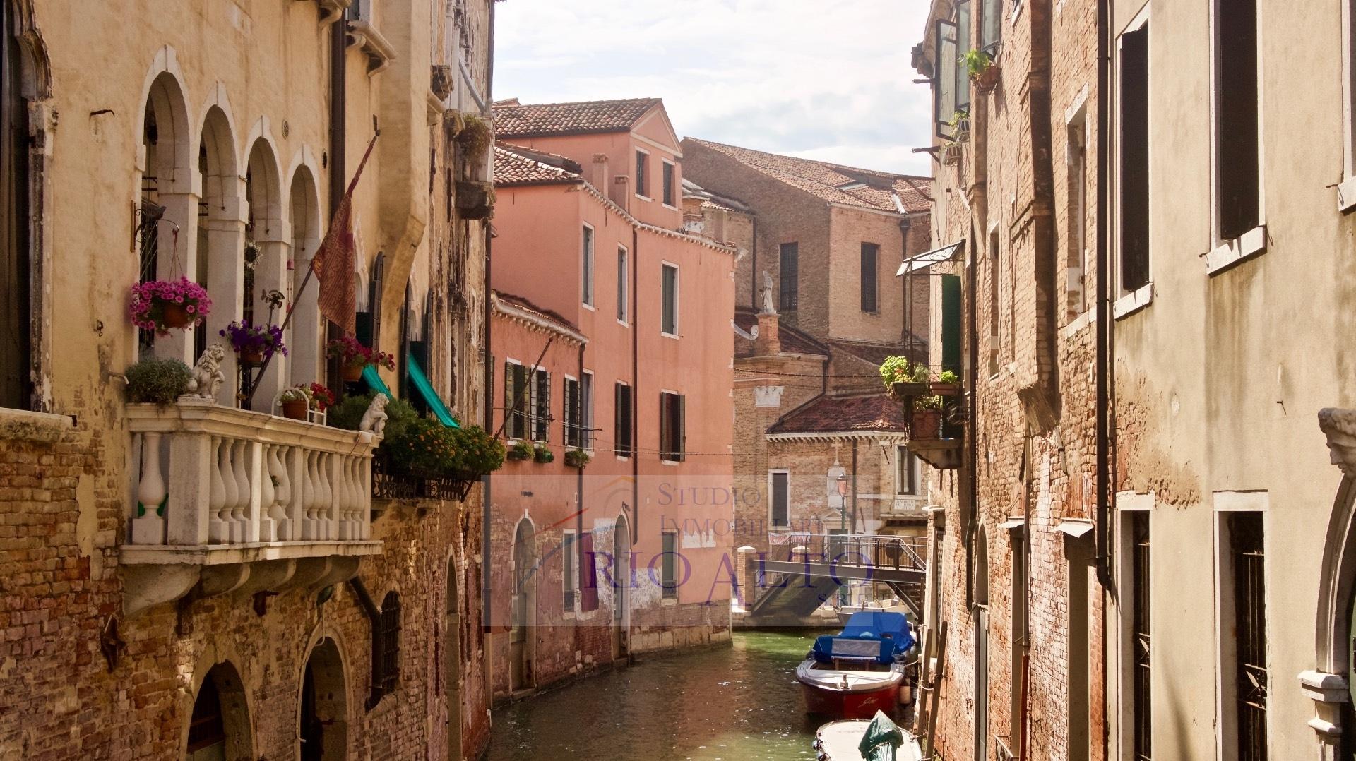 vendita appartamento venezia castello  320000 euro  2 locali  65 mq