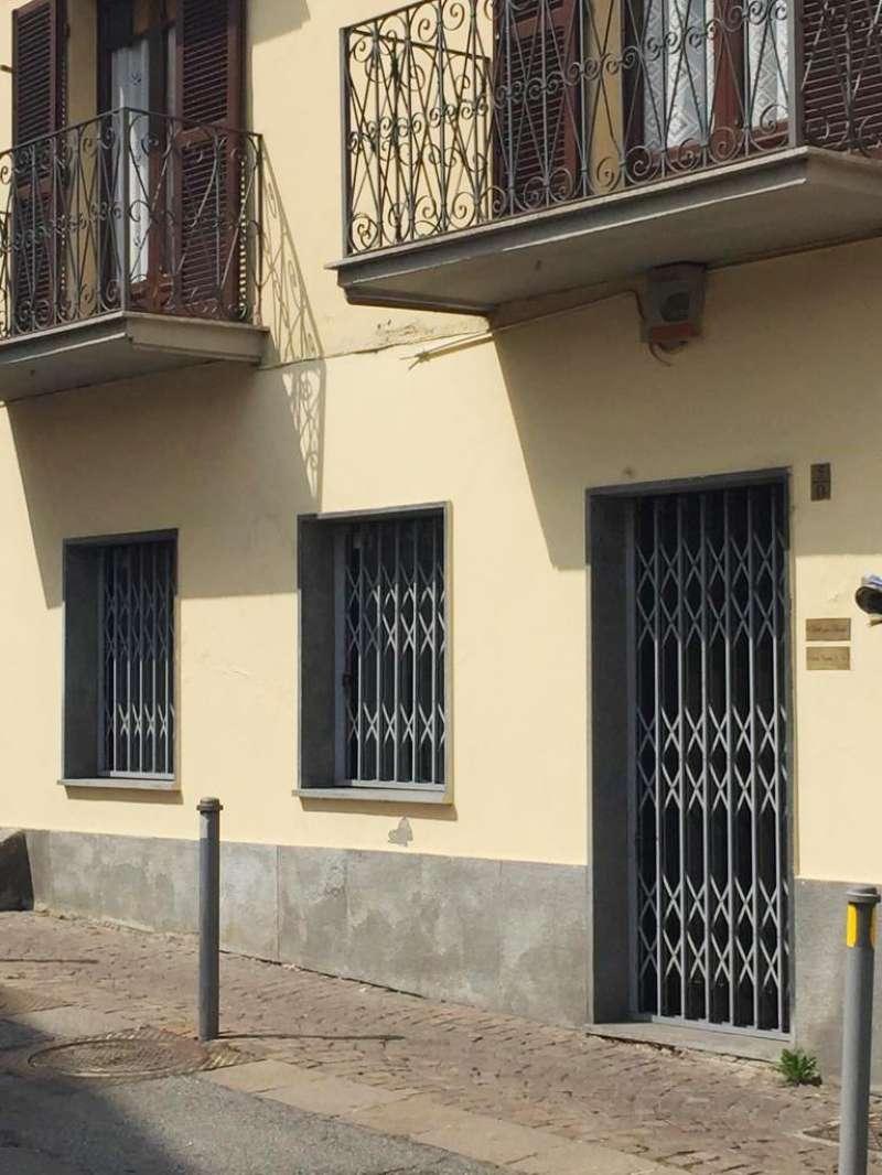 Negozio / Locale in affitto a Rivoli, 9999 locali, zona Località: CentroStorico, prezzo € 400 | CambioCasa.it