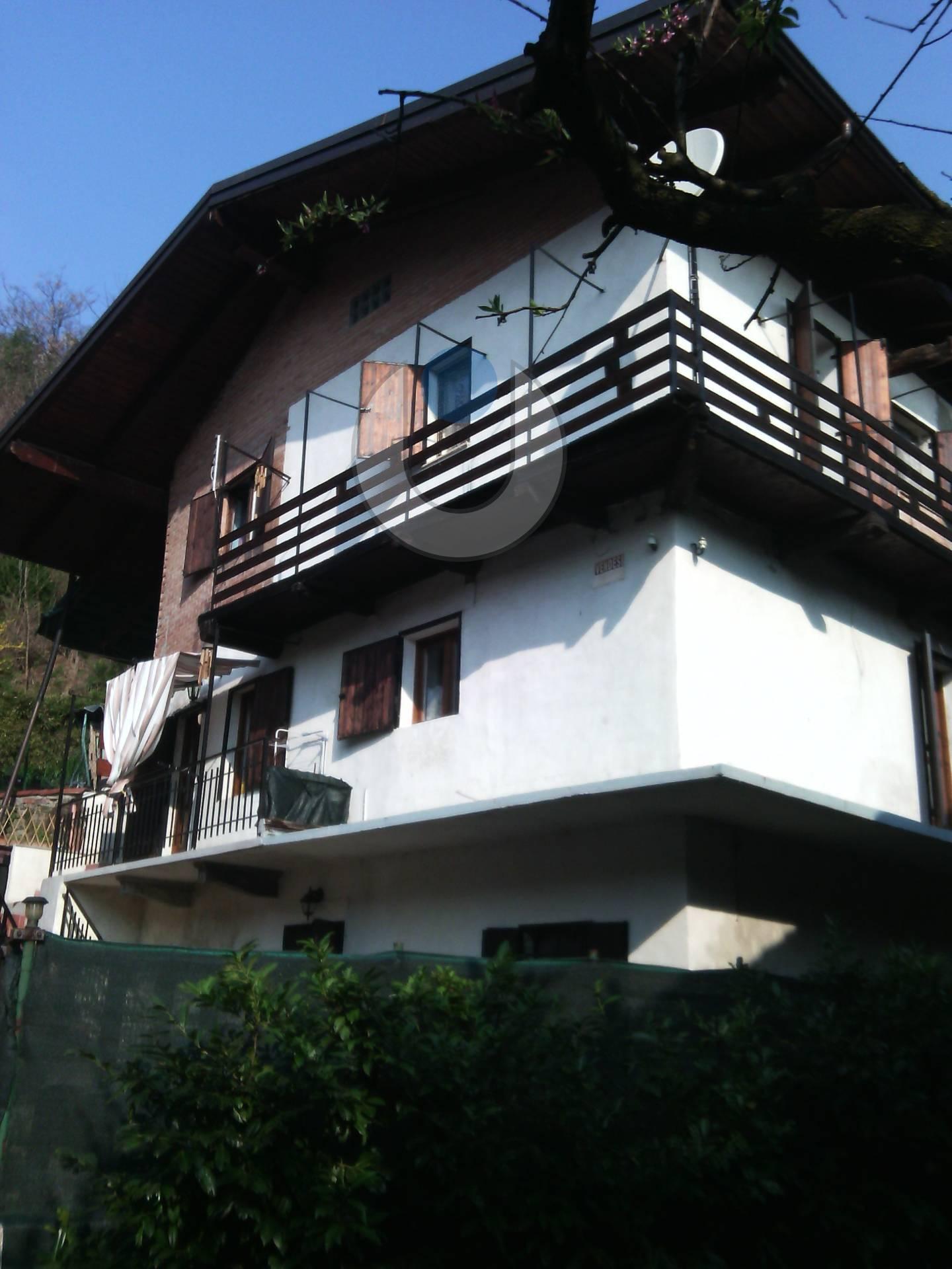 Foto 1 di Villa Via Destefanis, Front