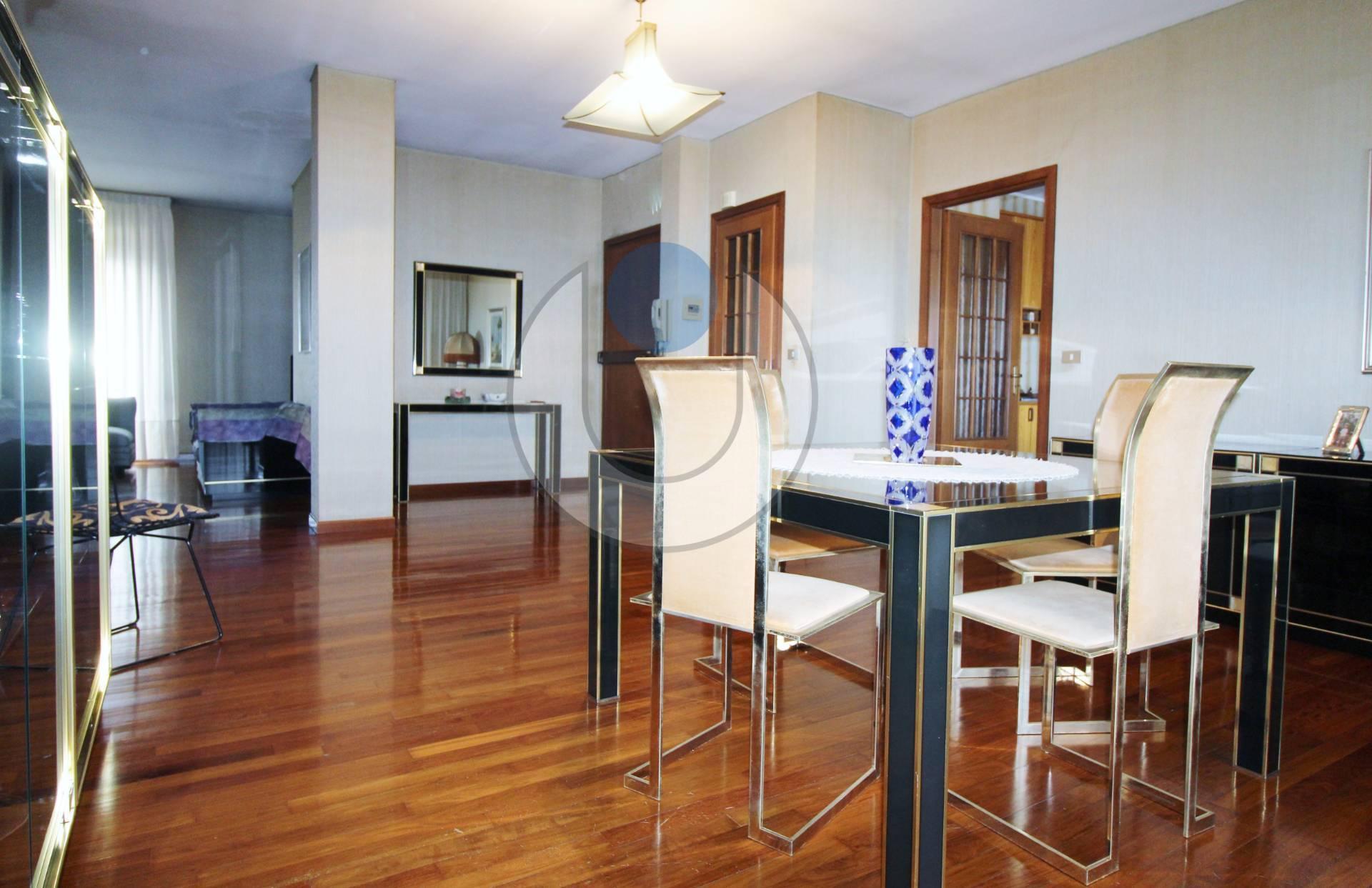 Palazzi e stabili in vendita a venaria reale for Appartamento venaria