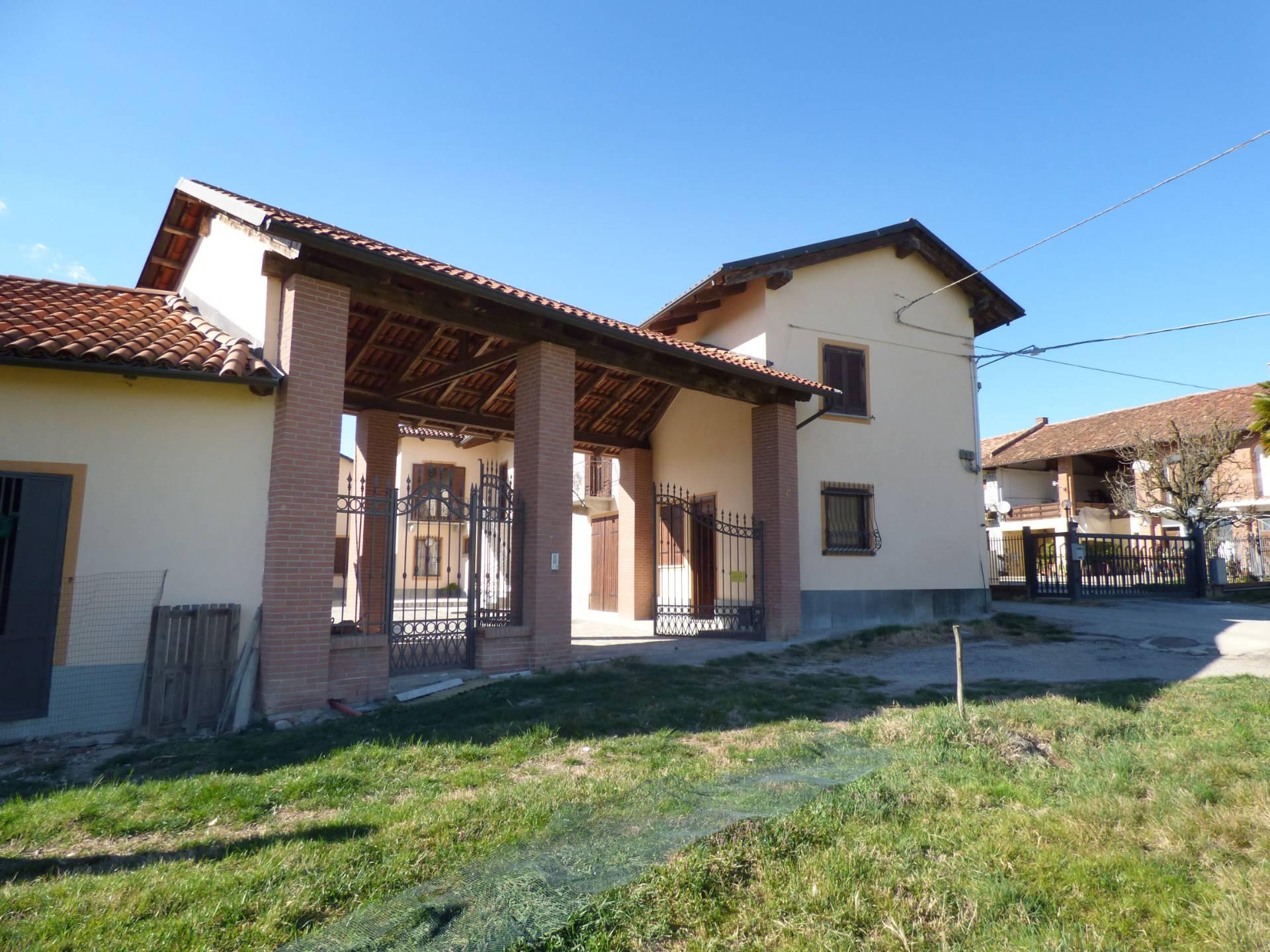 Rustico / Casale in vendita a Moncucco Torinese, 10 locali, prezzo € 340.000 | CambioCasa.it