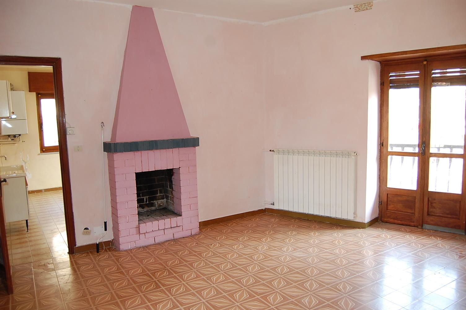 Appartamento in affitto a Giaveno, 4 locali, zona Località: Centro, prezzo € 350 | PortaleAgenzieImmobiliari.it