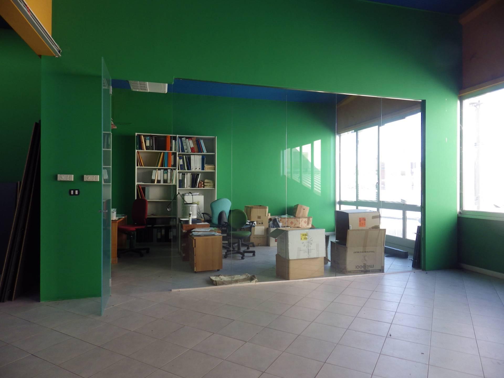 Negozio / Locale in affitto a Rosta, 9999 locali, zona Località: CorsoMoncenisio, prezzo € 1.950 | CambioCasa.it