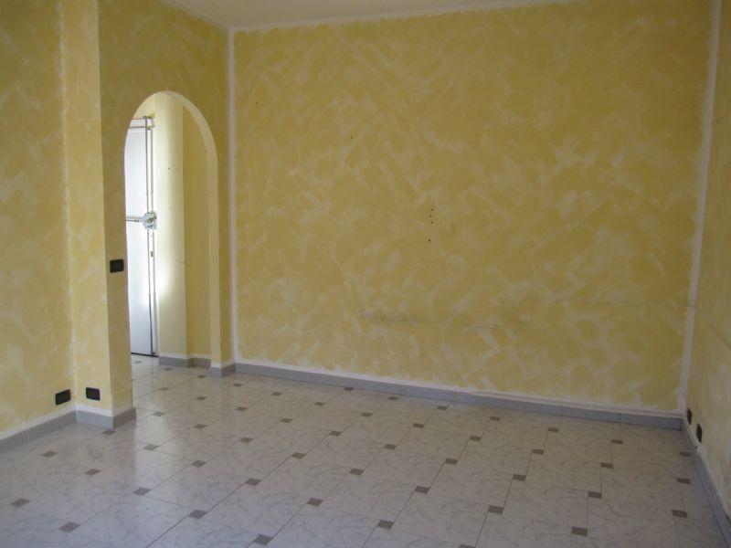 Appartamento in affitto a La Loggia, 2 locali, zona Località: Centrale, prezzo € 320 | PortaleAgenzieImmobiliari.it