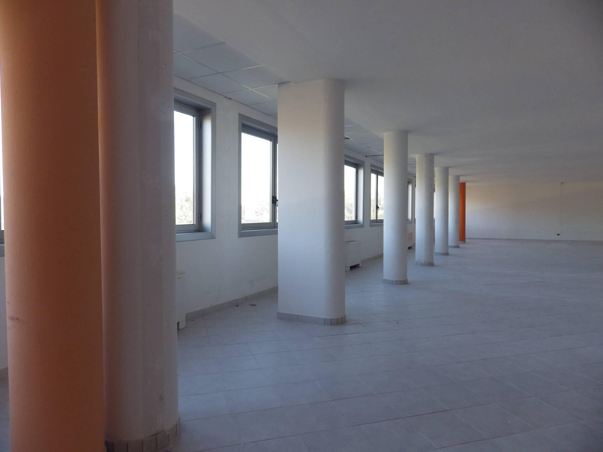Ufficio / Studio in affitto a Rosta, 9999 locali, zona Località: CorsoMoncenisio, prezzo € 1.500 | CambioCasa.it