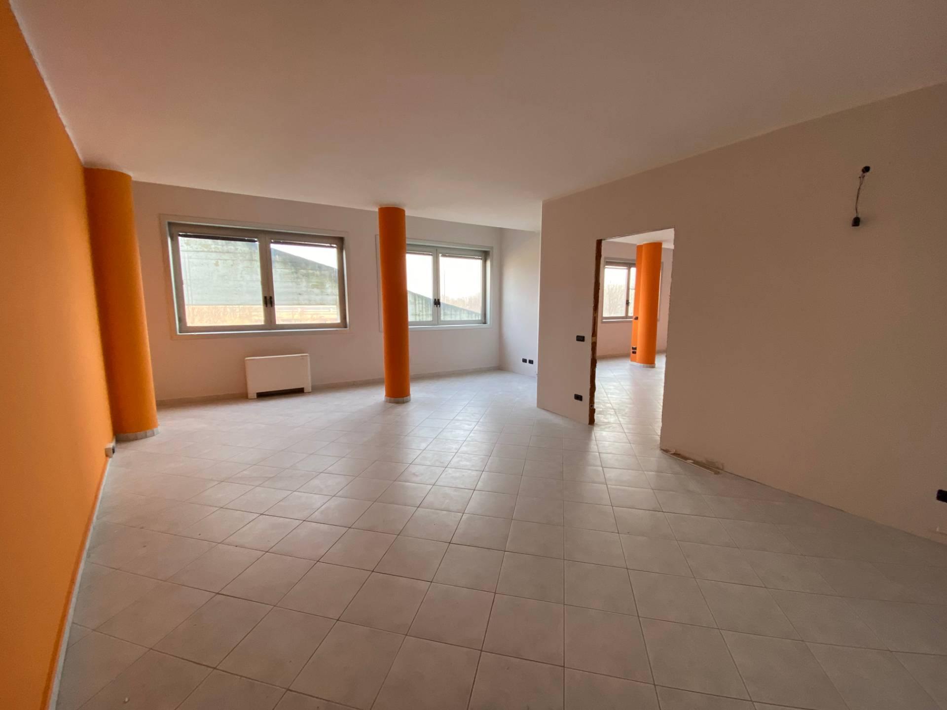 Negozio / Locale in affitto a Rosta, 9999 locali, zona Località: CorsoMoncenisio, prezzo € 980 | CambioCasa.it