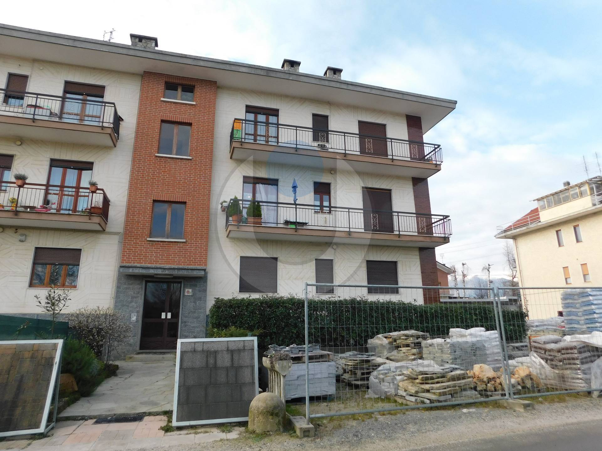 Appartamento in affitto a Giaveno, 5 locali, zona Località: Periferica, prezzo € 420 | PortaleAgenzieImmobiliari.it