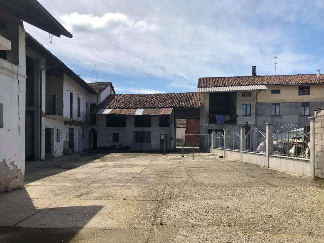 Rustico / Casale in vendita a Carignano, 9 locali, zona Località: BorgataBrassi, prezzo € 280.000 | CambioCasa.it