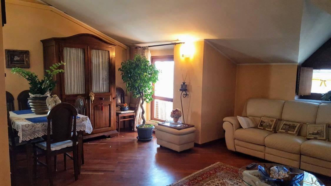 Appartamento in vendita a Nichelino, 5 locali, zona Località: Semicentrale, prezzo € 250.000 | CambioCasa.it