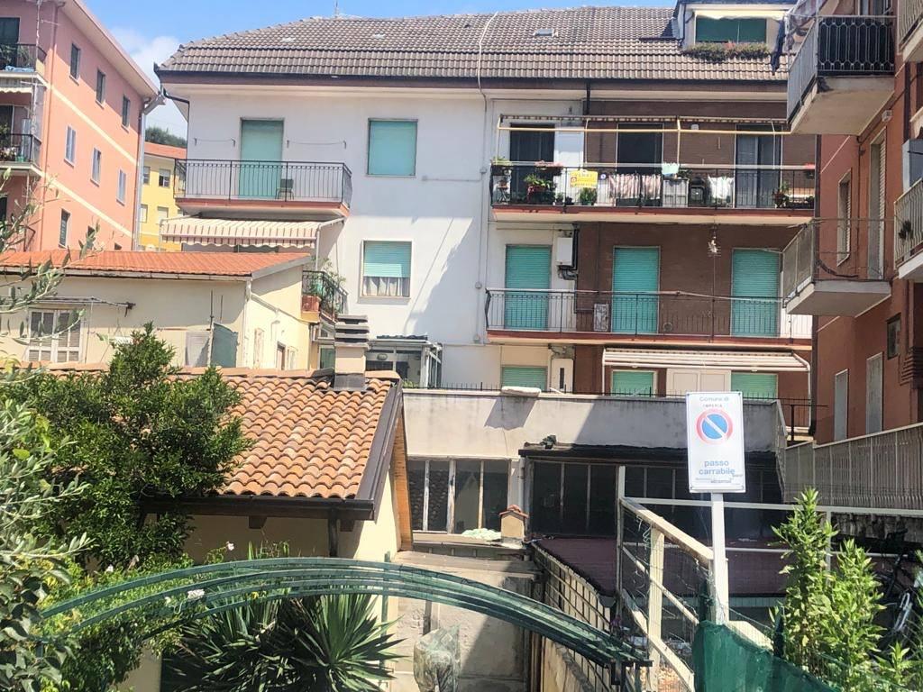 Appartamento in vendita a Imperia, 5 locali, zona Località: Oneglia, prezzo € 154.000 | CambioCasa.it