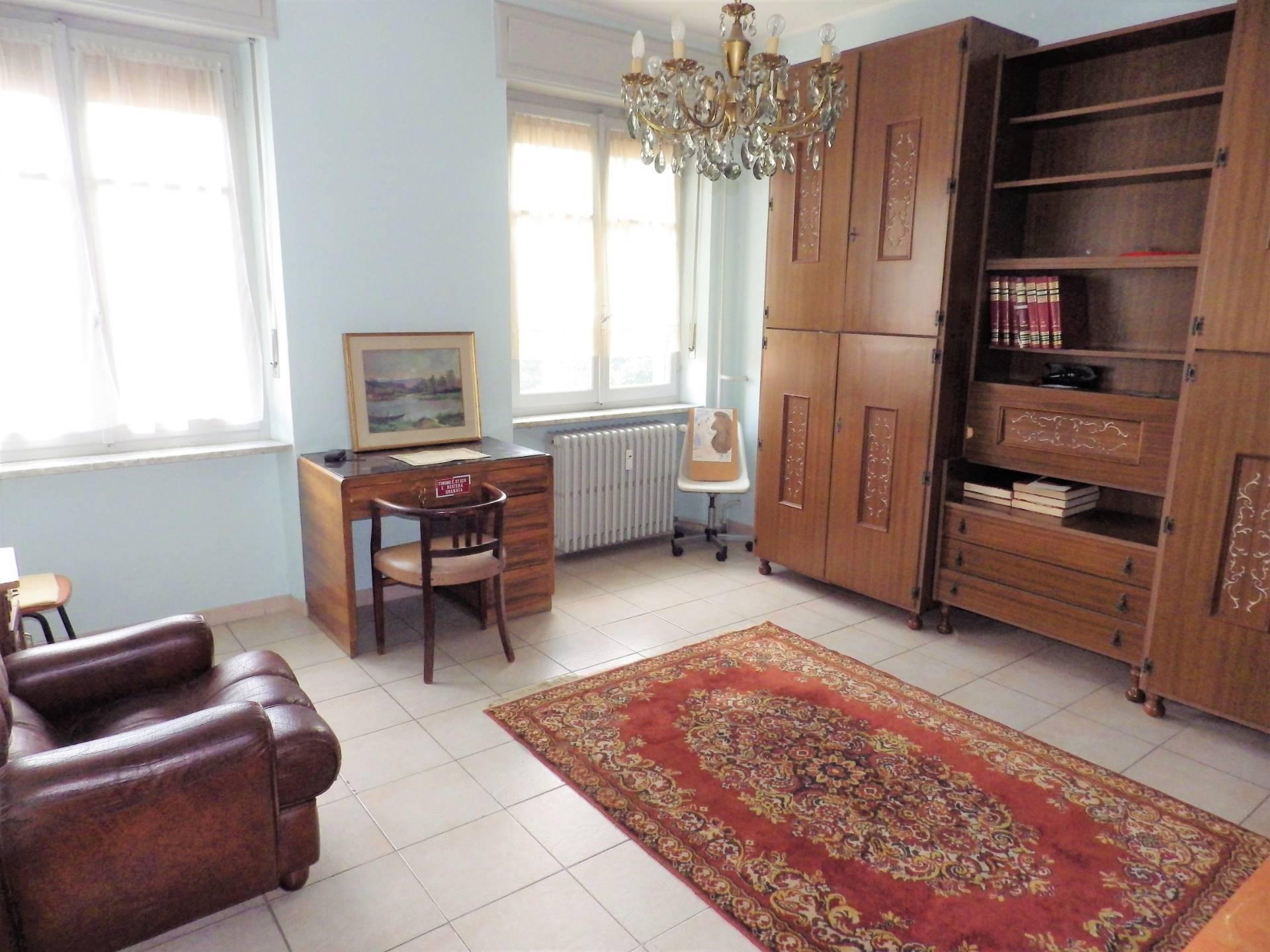 Appartamento in vendita a Collegno, 3 locali, zona Località: CentroPaese, prezzo € 104.000 | CambioCasa.it