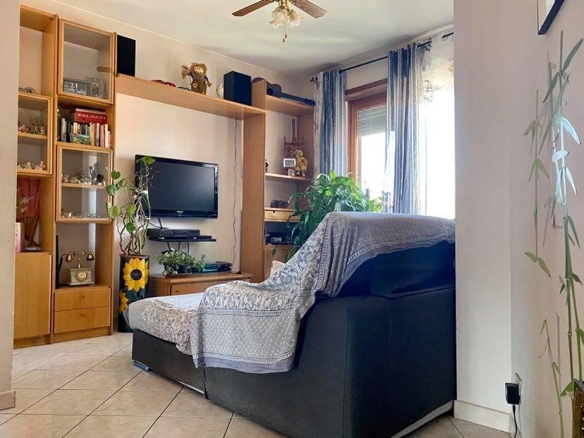 Appartamento in vendita a Vinovo, 5 locali, zona Località: Centrale, prezzo € 110.000 | CambioCasa.it