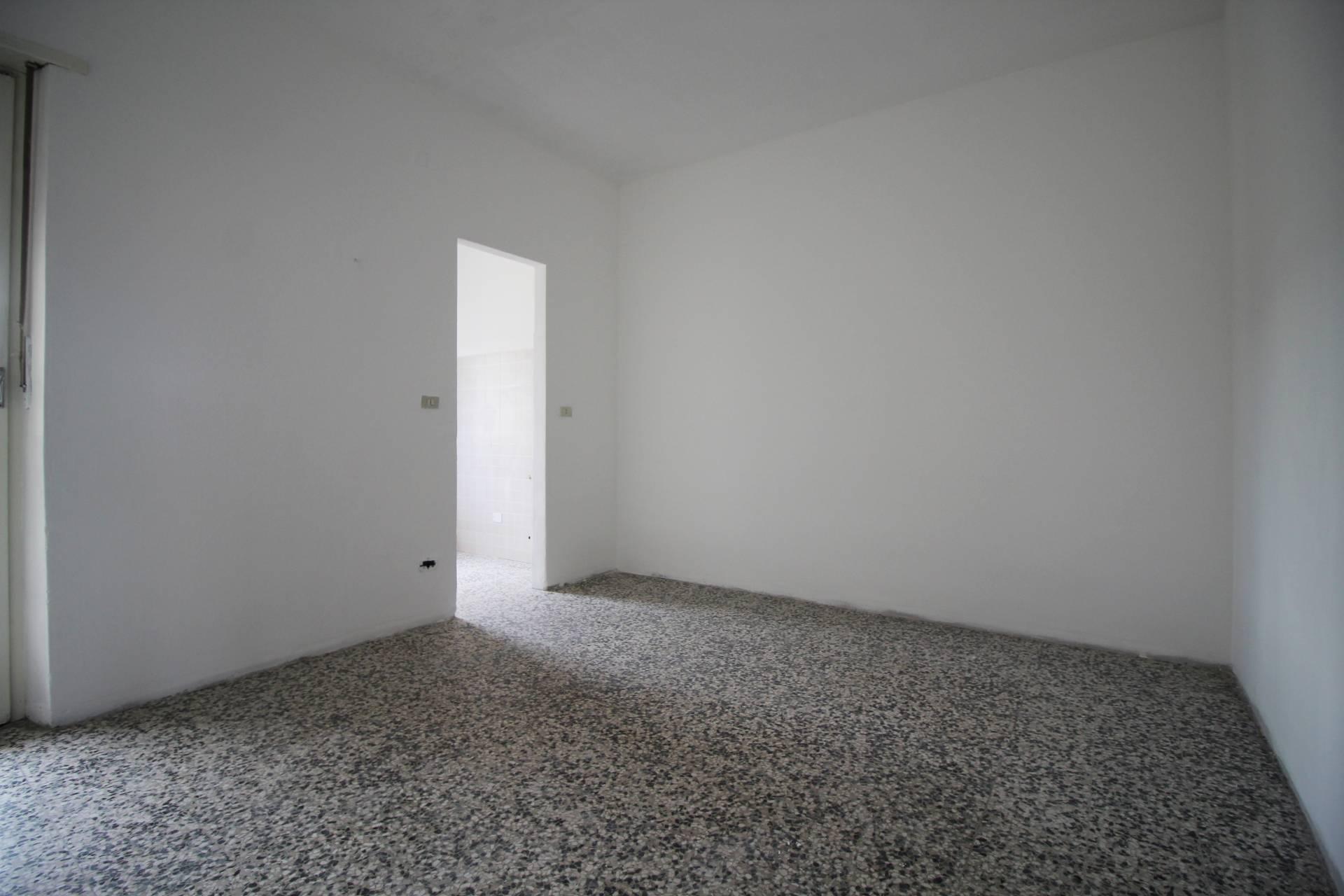 Appartamento in vendita a Moncalieri, 2 locali, zona Località: Moncalieri-piazzaBengasi, prezzo € 54.000 | CambioCasa.it