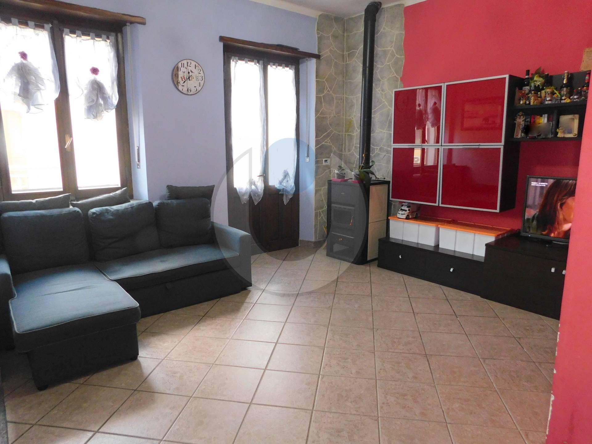 Appartamento in vendita a Reano, 6 locali, zona ro, prezzo € 88.000 | PortaleAgenzieImmobiliari.it