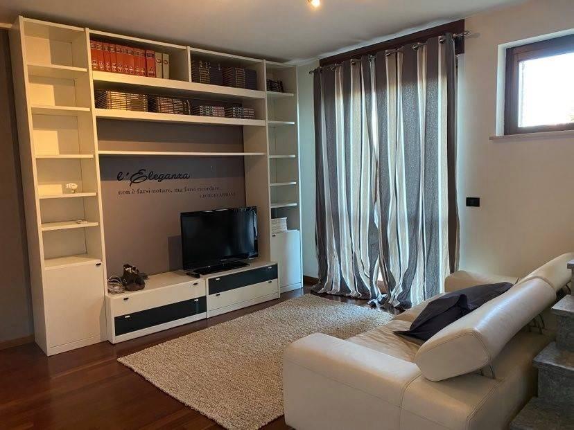 Appartamento in vendita a Vinovo, 4 locali, zona Località: ICavalieri, prezzo € 250.000 | CambioCasa.it