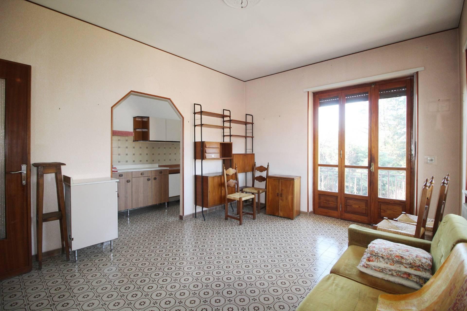 Appartamento in vendita a Giaveno, 4 locali, zona Località: Centro, prezzo € 92.000   CambioCasa.it