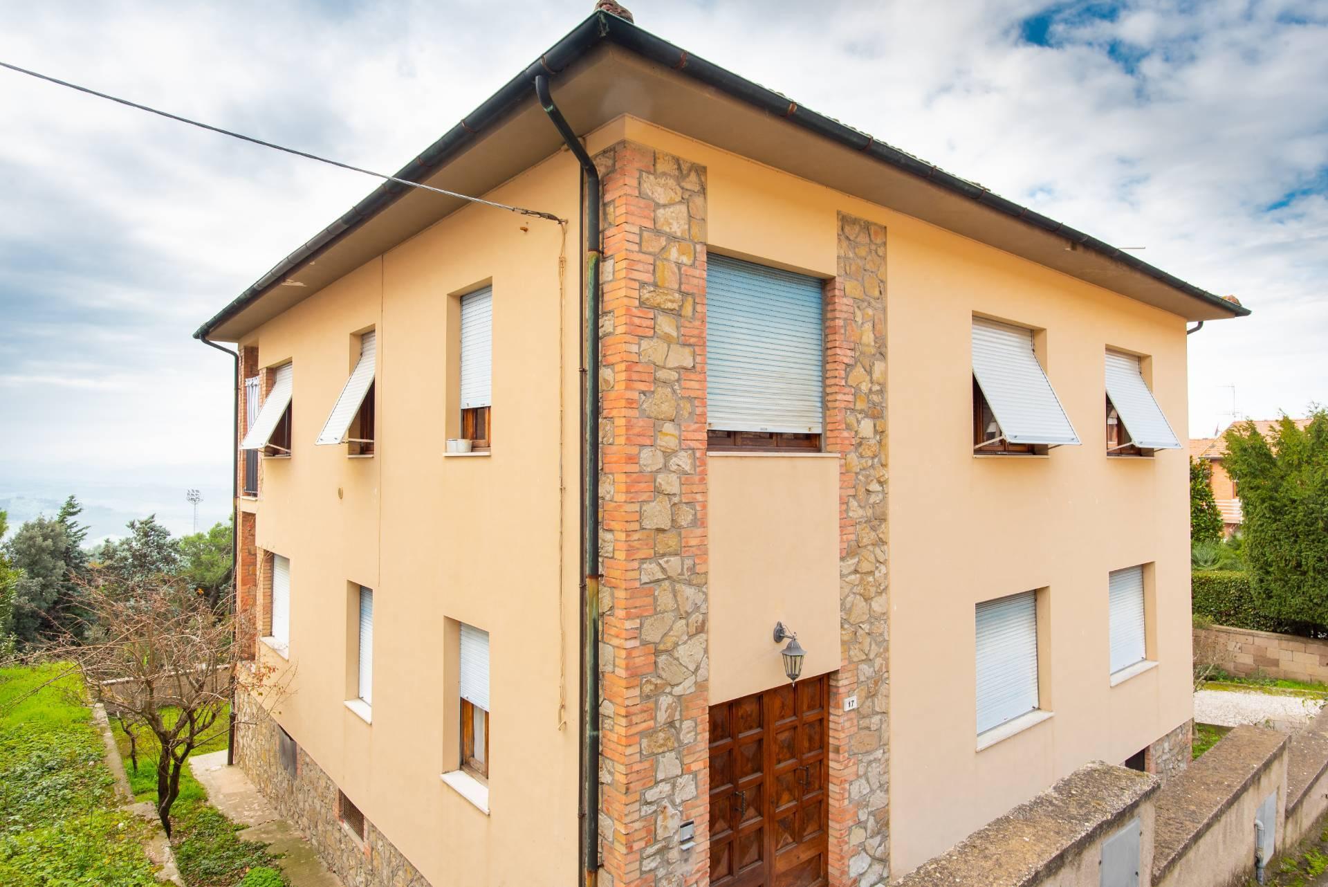 Villa Bifamiliare in Vendita a Volterra