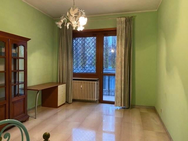 Appartamento in vendita a Nichelino, 4 locali, zona Località: Centrale, prezzo € 115.000 | CambioCasa.it