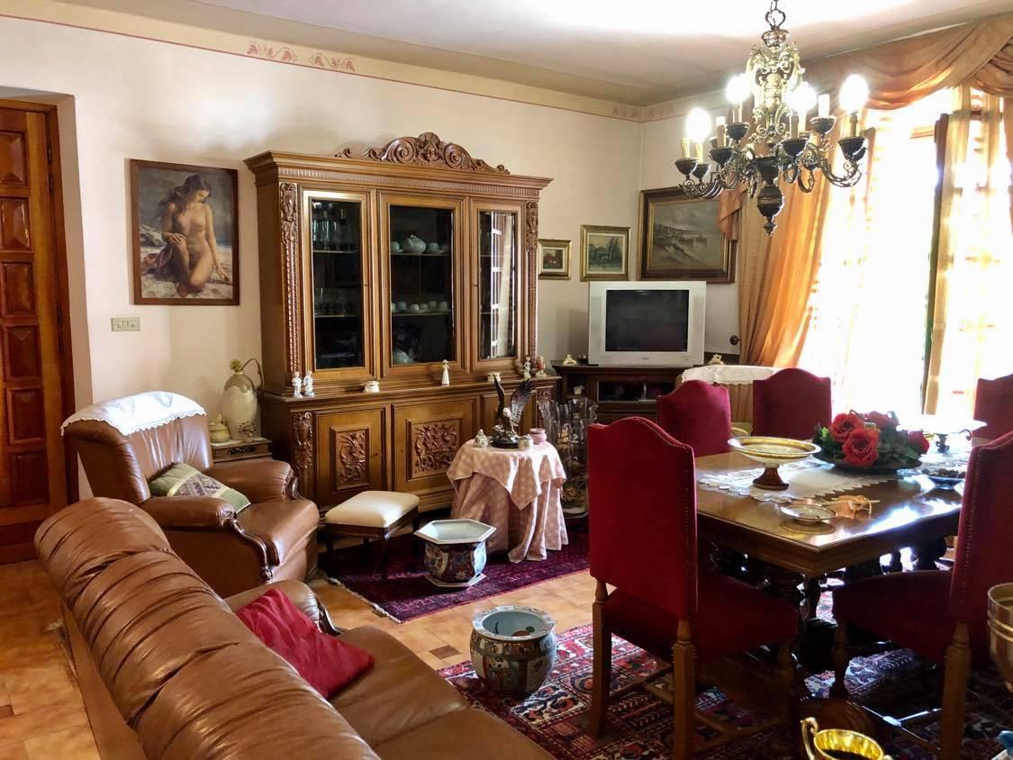 Soluzione Indipendente in vendita a Vinovo, 10 locali, zona Località: Centrale, prezzo € 290.000 | CambioCasa.it