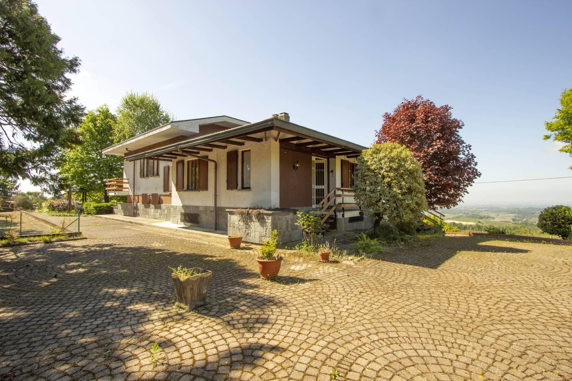 Villa in vendita a Albugnano, 6 locali, zona Località: Localit?S.antonio, prezzo € 249.000 | CambioCasa.it